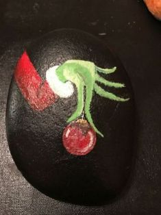 Easy Paint Rock For Try at Home (Stone Art & Rock Painting Ideas) Grinch fingers rock painting patterns Pebble Painting, Pebble Art, Stone Painting, Diy Painting, Shell Painting, Rock Painting Patterns, Rock Painting Ideas Easy, Rock Painting Designs, Paint Ideas