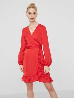 Disco Fashion, Mannequin, Weeding, Outfits, Shopping, Diy, 70s Disco Fashion, Wrap Dress, Fashion Ideas