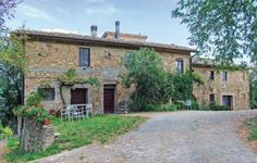 Travicello AB Gambassi FI Travicello AB offers pet-friendly accommodation in Gambassi Terme, 36 km from Florence. The unit is 38 km from Siena. Free private parking is available on site.  The kitchenette comes with a fridge and there is a private bathroom.