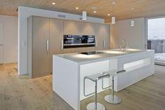 This HI-MACS home is located in Termen, Switzerland. Constructed by Matthias Werlen Architektur, its interior design was done by Zeiter + Berchtold Kitchen Extension, Home, Contemporary Kitchen, Kitchen Design, Modern Kitchen, Interior Architecture Design, Kitchen Desing, Kitchen Interior, Minimalist Kitchen