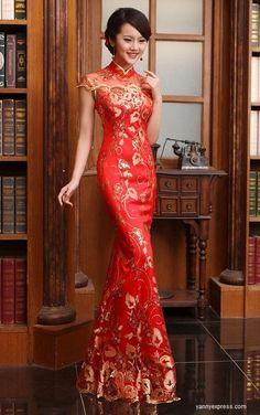 El rojo significa suerte según la tradición China. ¿Que opinas de este vestido de novia en rojo y dorado? En China, India y otras culturas orientales, novias suelen llevar rojo o una combinación de blanco y rojo, como el color rojo simboliza buena fortuna y buena suerte. En las bodas japonesas, novias menudo visten multiples vestidos de colores a lo largo de la ceremonia y las festividades siguientes.