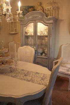 Vintage Dinning Room