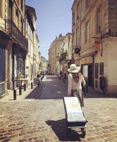 Cart witnessing in Bordeaux, France. Credit @julieslenz