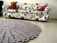 innovart en crochet ~ lots of diagrams ~ that's a huge rug...wow! - pinning it now and will look later.