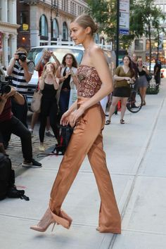 gigi-hadid-in-glitzy-top-and-a-pair-of-shimmery-orange-gold-high-waist-pants-nyc-06-26-2017-8.jpg (1280×1920)