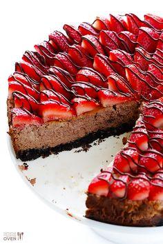 Strawberry Nutella Cheesecake | gimmesomeoven.com #dessert #chocolate