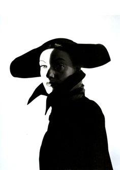 Photo: Erwin Blumenfeld for Vogue US.