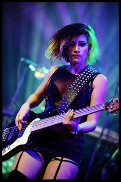 Women of Rock Rock Chic, Rock Style, Mode Rock, Women Of Rock, Guitar Girl, Female Guitarist, Blues Rock, Playing Guitar, Powerful Women