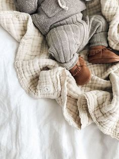 Natural Gauze Blanket - jessica h - Kindermode Baby Outfits, Kids Outfits, Winter Outfits, Newborn Outfit, Baby Newborn, Newborn Boy Clothes, Cute Kids, Cute Babies, Baby Co