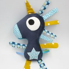 Sewing baby toys how to make 68 ideas Sewing Toys, Baby Sewing, Sewing Crafts, Sewing Projects, Baby Crafts, Diy And Crafts, Homemade Stuffed Animals, Fabric Toys, Stuffed Toys Patterns