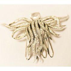 Detalhes cheios de preciosidade deste pente Bibiana Paranhos em estilo moderno de prata, cristais e banho de ouro. Incrível! #bibianaparanhos #jewellery