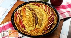 WATCH OUR VIDEO and try our recipe! Are you looking for a tasty treat filled with fruity goodness? Our Apple and Pear Pie is a great option for you then! You will absolutely adore this crunchy pear and apple dessert, baked on a soft pillow of vanilla. Apple Pear Pie, Apple Slices, Strudel, Oven Baked Meatballs, Fruit Slice, Apple Desserts, Most Popular Recipes, Food Videos, Recipe Videos