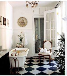 French Interior Design, Bathroom Interior Design, Decor Interior Design, Modern French Interiors, Luxury Interior, Interior Decorating, Parisian Bathroom, Modern Bathroom, Small Bathroom