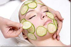 Incluye estas mascarillas de pepino en tu rutina de belleza y dile adiós al acné y a las ojeras - http://www.leanoticias.com/2014/04/10/incluye-estas-mascarillas-de-pepino-en-tu-rutina-de-belleza-y-dile-adios-al-acne-y-las-ojeras/