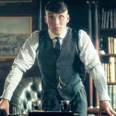 """Cillian Murphy as Thomas """"basass gangster and businessman"""" Shelby in Peaky Blinders 💙 Cillian Murphy Haircut, Cillian Murphy Young, Peaky Blinders 4, Cillian Murphy Peaky Blinders, Mens Hair Dye Colors, Hair Designs For Men, Natural Hair Men, Dyed Hair Men, Hair Growth For Men"""