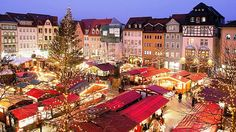 German Christmas traditions and the smell of mouth-watering treats . would love to browse through a German Christmas market while it is snowing. Christmas Markets Germany, German Christmas Markets, Christmas Markets Europe, German Markets, The Places Youll Go, Places To Go, Voyage Rome, Grand Parc, Parcs