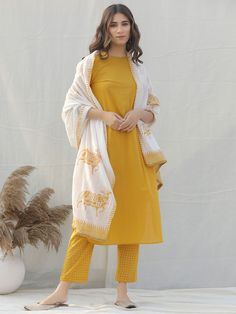 Yellow Crafts, Buy Suits, Ethnic Outfits, Dress Indian Style, Pakistani Outfits, Indian Ethnic Wear, Indian Designer Wear, Printed Pants, Traditional Dresses