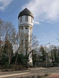 Brielle - De watertoren werd gebouwd in 1923. De hoogte is 40,50 meter en heeft één waterreservoir van 200 m³. In 1984 buiten gebruik gesteld.