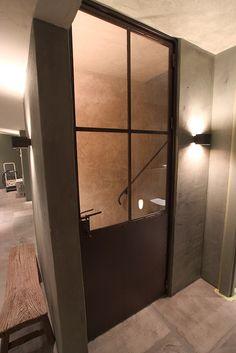 stalen deur by atelier op zolder interieurprojecten, via Flickr