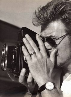 Today's über-cool celebrity with an über-cool camera:  DAVID BOWIE and his Rolleiflex
