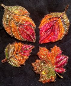 Осенний листопад Beaded Crafts, Handmade Beaded Jewelry, Brooches Handmade, Embroidery Leaf, Bead Embroidery Jewelry, Beading Tutorials, Beading Patterns, French Beaded Flowers, Native Beadwork