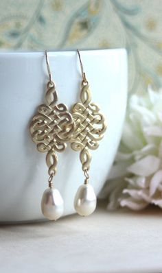 Gorgeous drop earring - love that the metal has been hammered!