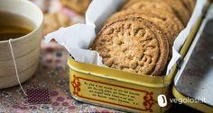 Nei biscotti vegani senza glutine al grano saraceno e nocciole i sapori che incontrerete non vi faranno rimpiangere nessun frollino che abbiate mai provato!