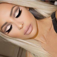 Makeuphall is dedicated to beauty, fashion and makeup.  — IG: vanitymakeup