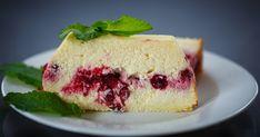 Pillekönnyű sült túrós süti liszt nélkül: friss bogyós gyümölcsökkel még finomabb - Recept   Femina Cheesecake, Sweets, Food, Gummi Candy, Cheesecakes, Candy, Essen, Goodies, Meals