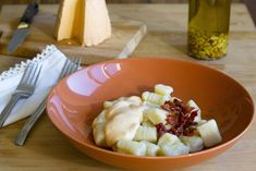Ñoquis con salsa de queso Afuega'l Pitu y tomates secos en aceite