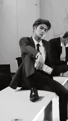 irregular office it's like Jung Jaehyun was made for suits Jaehyun Nct, Nct 127, Winwin, K Pop, Johnny Seo, Jung Yoon, Valentines For Boys, Jung Jaehyun, Actors