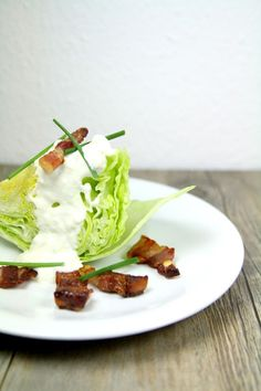 Salade iceberg, bacon et sauce au bleu (inspirée de David Lebovitz) Crispy salad with bluecheese sauce and bacon (David Lebovitz recipe)
