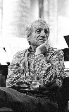 """Iánnis Xenákis, em grego Ιάννης Ξενάκης (Brăila, 29 de Maio de 1922 — Paris, 4 de Fevereiro de 2001 (78 anos)) foi um engenheiro, arquiteto, teórico musical e compositor grego, naturalizado francês. É considerado como um dos mais influentes compositores do século XX.[2] [3] [4] [5] [6] [7] [8]  Entre suas obras mais importantes estão """"Metastaseis"""" (1953-4), para orquestra, que apresenta peças independentes para cada um dos músicos, obras para percussão como """"Psappha"""" (1975) e """"Plêiades""""…"""