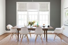 75 Vintage Dining Table Design Ideas DIY – Best Home Decorating Ideas Farmhouse Dining Room Table, Diy Dining Table, White Dining Chairs, Dining Table Design, Table And Chairs, Kitchen Chairs, Table Legs, Wood Table, Accent Chairs