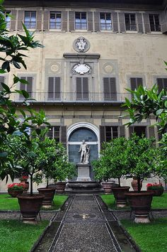 Palazzo Medici Riccardi | Flickr - Photo Sharing! Beautiful Villas, Beautiful Homes, Beautiful Places, Florence Renaissance, Cool Places To Visit, Places To Go, Italy Travel Tips, Places In Italy, Italian Garden