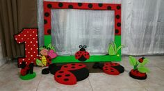 He encontrado este interesante anuncio de Etsy en https://www.etsy.com/es/listing/259236831/ladybug-party-decoration-kit