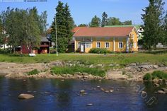 Kalajoen kotiseutumuseo - Kalajoki museo kotiseutumuseo rakennus vanha perinteinen rakennustyyli ranta lipputanko luhtiaitta aitta piha