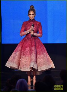 Jennifer Lopez Rocks So Many Different Looks at the AMAs 2015! | jennifer lopez amas 2015 8 outfits 01 - Photo