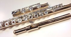 """Nagahara Flute: Galway Model: 14K gold body and tone holes, silver mechanism, French (open hole), inline G, B footjoint, A=442, 0.012"""" tubing thickness, TRIAD V3 pads, gizmo key Nagahara Pinless mechanism, wearless mechanism Type II, handcut 14K gold G style headjoint"""
