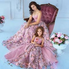 Look Your Best With This Fashion Advice – Top Clothes Boutique Mom Daughter Matching Dresses, Mom And Baby Dresses, Mom And Baby Outfits, Baby Girl Party Dresses, Mom Dress, Dresses Kids Girl, Mother Daughter Pictures, Mother Daughter Fashion, Baby Dress Patterns