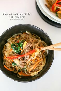 Made with Sweet potato glass noodles.The best and the most comprehensive Korean Glass Noodle Stir Fry (Japchae) recipe! It's colourful and flavourful. Korean Glass Noodles, Asian Noodles, Stir Fry Recipes, Cooking Recipes, Noodle Recipes, Korean Kitchen, Korean Dishes, Asian Recipes, Ethnic Recipes