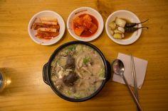 용산역, 전자상가주변 식당과 할매순대국 sundae-soup  of yongsan   얼마전, 용산역과 전자상가에 방문할 일이 있어서 찍은 용산역과 전자상가 주변의 식당풍경입니다..  배가 출출하여 순대국밥 한그릇,,,, 순대는 주로 돼지고기를 재료로 하여 만든 전통음식으로 소양인의 음기를 보하는데 좋은 음식입니다... 국물을 소고기를 이용하거나 소의 머리고기를 넣은 경우에는 태음인에게 좋습니다...   순대 https://en.wikipedia.org/wiki/Sundae_(Korean_food)  #사상체질약선음식 http://www.iwooridul.com/sasang/sasang-food  #사상체질진단프로그램  #체질감별 http://www.iwooridul.com/sasang/sasang-constitution-type  #디스크, #체형교정, #사상체질, #다이어트, #통증 전문 #우리들한의원 대표원장 #김수범 한의학박사   http://www.wooree.com