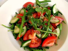 """Lunch today was a very simple salad with rocket, tomato, cucumber and """"Iitalian style"""" tuna.    (Source: chef-ru)"""