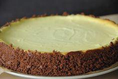 Už je to tady. A co? Cheesecake. :-)) Měla jsem pocit, že na všech blozích ze mě vykukoval a já jsem si připadala úplně neplnohodnotně, že j... Sweet Desserts, Sweet Recipes, Mini Cheesecakes, Nutella, Sweet Treats, Deserts, Food And Drink, Cupcakes, Bakken