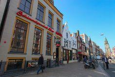 ***Hotel Schimmelpenninck Huys kent een rijke historie die teruggaat tot in de 12e eeuw. Het pand staat op de lijst van de tien belangrijkste rijksmonumenten van de stad en dankt zijn naam aan Rutger Jan Schimmelpenninck; de raadspensionaris van de Bataafse Republiek. In de Barokzaal kijken de portretten van vier staatslieden, waaronder Schimmelpenninck, vanaf het uitbundig versierde plafond neer op de gasten. http://www.schimmelpenninckhuys.nl/pages/nl.php