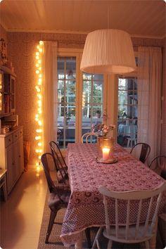 Kesämuistoja  { osa 3 }    Miten ihania olivatkaan kesäillat!  Kotimme on mielestäni kauneimmillaan juuri iltavalaistuksessa.  Kynttilöit...