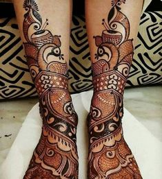Simple Mehendi designs to kick start the ceremonial fun. If complex & elaborate henna patterns are a bit too much for you, then check out these simple Mehendi designs. Latest Bridal Mehndi Designs, Stylish Mehndi Designs, Mehndi Designs 2018, Wedding Mehndi Designs, Mehndi Design Images, Beautiful Mehndi Design, Dulhan Mehndi Designs, Mehndi Designs For Legs, Leg Mehendi Design