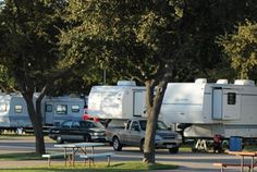 TEXAS, GRAND PRAIRIE (DALLAS / FT. WORTH) - Traders Village RV Park (ADJOINS FLEA MARKET?)