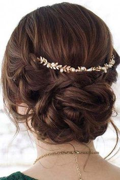 Still searching for the most trendy wedding hairstyles for your big day? Get inspired by these most trendy wedding hairstyles that will leave any bride tressed to impress! We prepared 36 Most Trendy Wedding Hairstyles Inspiration for Bride. Ball Hairstyles, Prom Hairstyles For Long Hair, Homecoming Hairstyles, Fancy Hairstyles, Gorgeous Hairstyles, Debut Hairstyles, Hairstyles For Dances, Medium Wedding Hairstyles, Hair For Prom