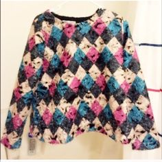 Diamond patterned top. Loose fit. Easy and chic to match with jeans and other outfits Sweaters